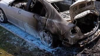 Auch ein Auto wurde angezündet (Symbolbild)