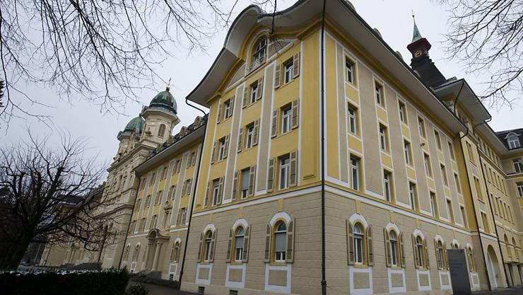 Am Strafgericht Schwyz wird der Überfall von Ibach im Jahr 2014 verhandelt. Der Hauptangeklagte soll gemäss Antrag der Staatanwaltschaft 15 Jahre hinter Gitter. (Symbolbild)