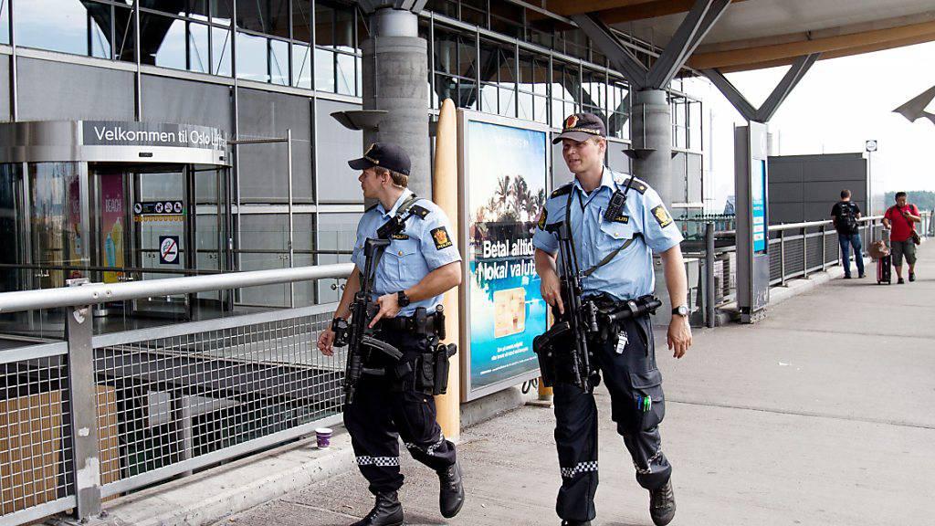 Bei der Fluggesellschaft Norwegian steigt der chinesische Staat ein - im Bild der Flughafen Oslo. (Archiv)