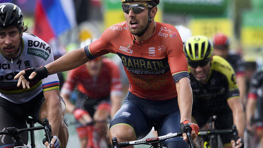 Der Italiener Sonny Colbrelli (vorne) freut sich in Gansingen über seinen Etappensieg im Sprint