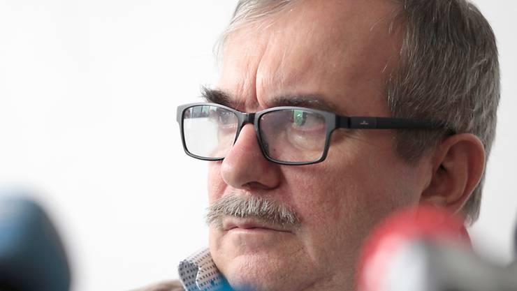 Der ehemalige Oberkommandierende und heutige Parteichef der Farc, Rodrigo Londoño, hat bei einer Anhörung vor der Sonderjustiz für den Frieden die Opfer von Entführungen um Verzeihung gebeten.
