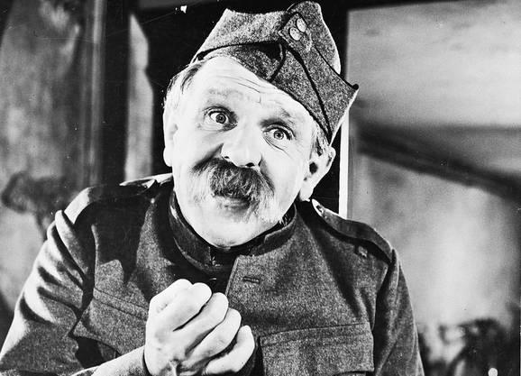 Der gebürtige Basler begann als Kabarettist und wurde berühmt als HD-Soldat Läppli. In Erinnerung bleiben die beiden Läppli-Filme von 1959 und 1961.