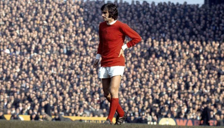 Die englische Stürmerlegende George Best im Trikot von Manchester United.