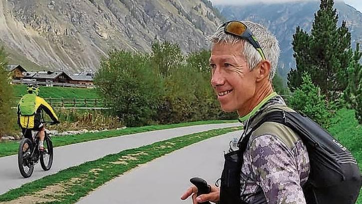 Startklar: Roland Gröflin vor dem Start zur 45. Etappe, die ihn am Montag von Livigno nach Santa Maria führte.