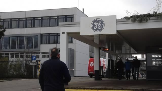 Es ist ruhig am GE-Standort in Birr am Donnerstag kurz vor Mittag – gegenüber den Medien will sich keine der Mitarbeiter äussern