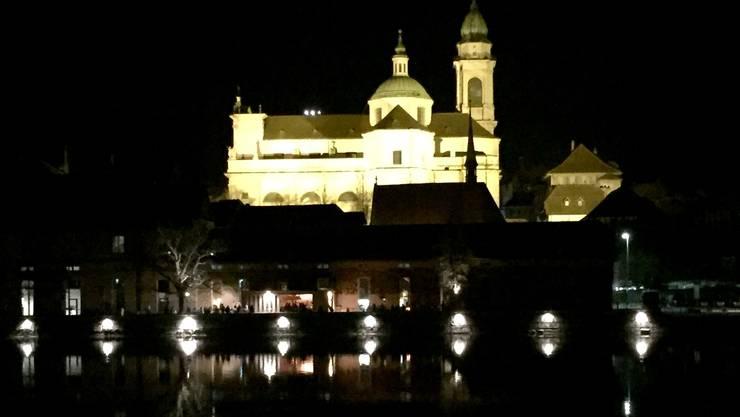 Solothurn bei Nacht: Wer spät feiern will, für den ist es schwieriger geworden. Barbetreiber riskieren Bussen, wenn für Gäste länger geöffnet haben.  UL
