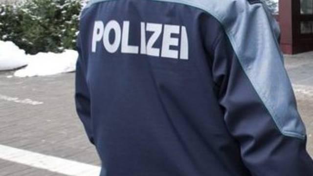 Ein St. Galler Polizist im Einsatz (Symbolbild)