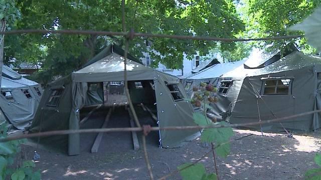 Bern stellt stellt Zelte für Asylbewerber auf