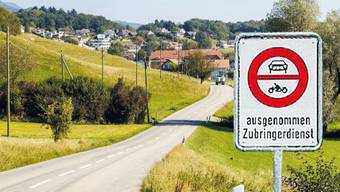 Flumenthal könnte bei den beiden künftigen Dorfeingängen, hier derjenige bei der Kreuzung mit der Waldaustrasse, ein Fahrverbot mit Zubringerdienst gestattet erhalten.