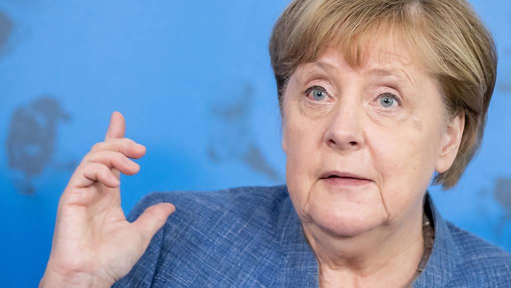 Bundeskanzlerin Angela Merkel spricht bei einer Pressekonferenz. Zur Lösung internationaler Probleme fordert sie eine Stärkung der Vereinten Nationen.