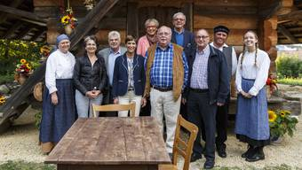 Zum alten Vorstand gehören von links: Verena Lauper, Erwin Mollet, Annemarie Zimmermann, Doris Thomi, Christian Aeschbacher, Otto Fischer und Paul Bucher.