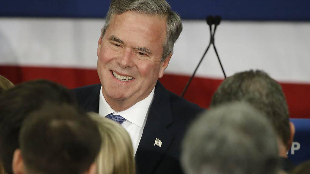 Nach einem enttäuschenden vierten Platz in South Carolina hat der einstige Topfavorit Jeb Bush das Handtuch geworfen. Bei den Republikanern läuft alles auf einen Dreikampf zwischen Donald Trump, Ted Cruz und Marco Rubio hinaus.
