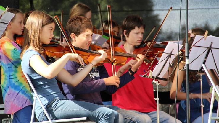 Volle Konzentration beim Streichorchester