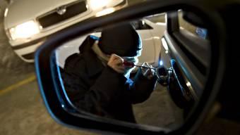 Ein Mann hat Anfang Woche elf Fahrzeuge in Rheinfelden aufgebrochen. (Symbolbild)