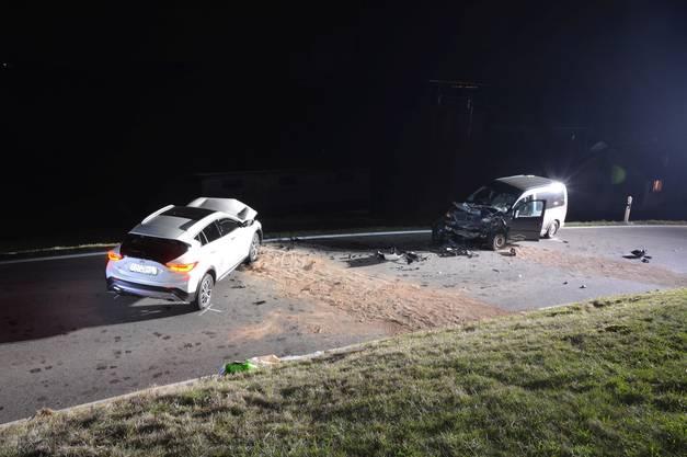 In der Folge kollidierte er frontal mit einem anderen Fahrzeug.