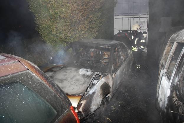 Vom Brand waren acht Autos betroffen