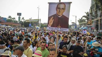 Zehntausende Gläubige wohnen der Seligsprechung von Erzbischof Romero in El Salvador bei