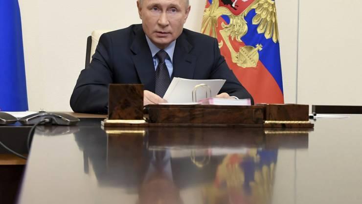 """Russlands Impfstoff mit den Namen """"Sputnik V"""" wurde schon vor Beginn der - inzwischen gestarteten - Phase III klinischer Studien genehmigt. Präsident Wladimir Putin hatte mehrfach betont, der Wirkstoff sei effektiv und ungefährlich. Foto: Alexei Nikolsky/Pool Sputnik Kremlin/AP/dpa"""