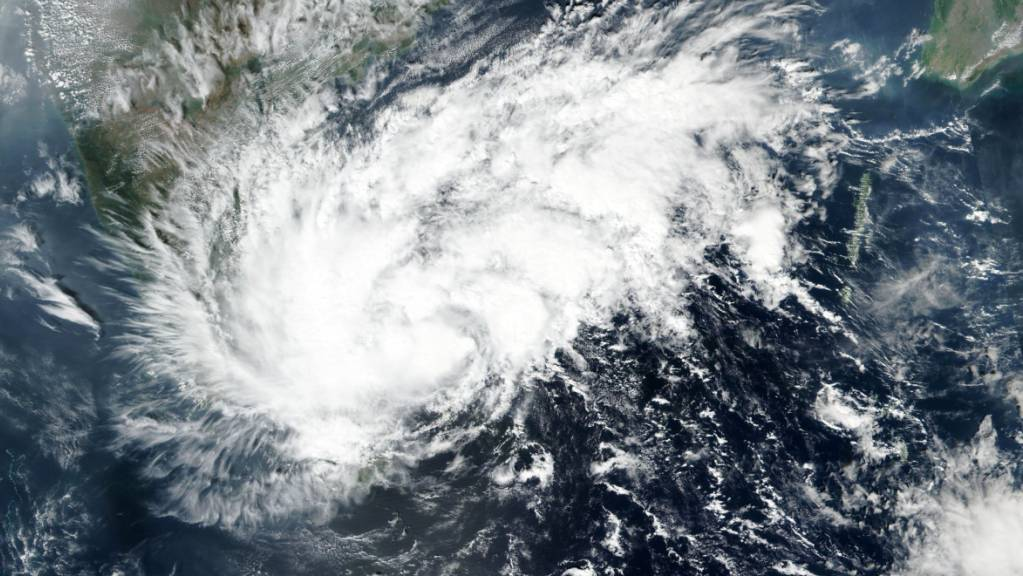 Satellitenbild von Wirbelsturm «Nivar». Der Sturm trifft in Kürze an der südöstlichen Küste Indiens auf Land.