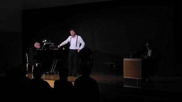 Christian Jott Jenny singt und wird von Daniel Fueter begleitet