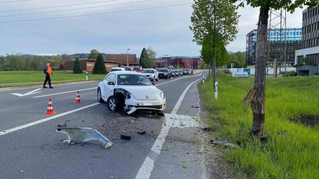 Betrunkene Autofahrerin verunfallt in Baar im Morgenverkehr