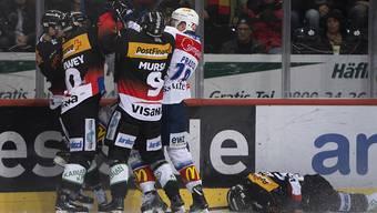 Die Berner rächen sich für einen harten Check gegen den am Boden liegenden Eric Blum