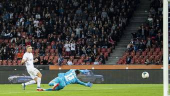 Blaz Kramer erzielt im Duell zwischen dem FC Zürich und dem FC Basel das 3:2 für das Heimteam