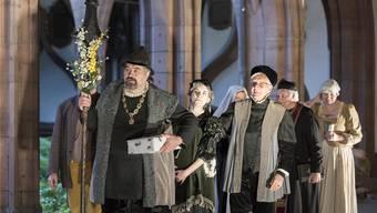 Das Theater Basel inszeniert nun jedes Jahr ein Stück im Stadtraum. «Erasmus von Basel» premierte im Kreuzgang des Münsters.