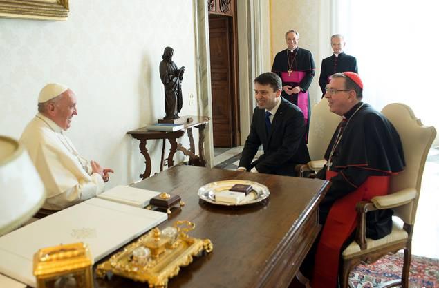 Reformierter «Papst» zu Besuch beim Papst in Rom: Franziskus empfängt Gottfried Locher (Mitte), Chef der Schweizer Reformierten, am 4. März 2016 im Vatikan.