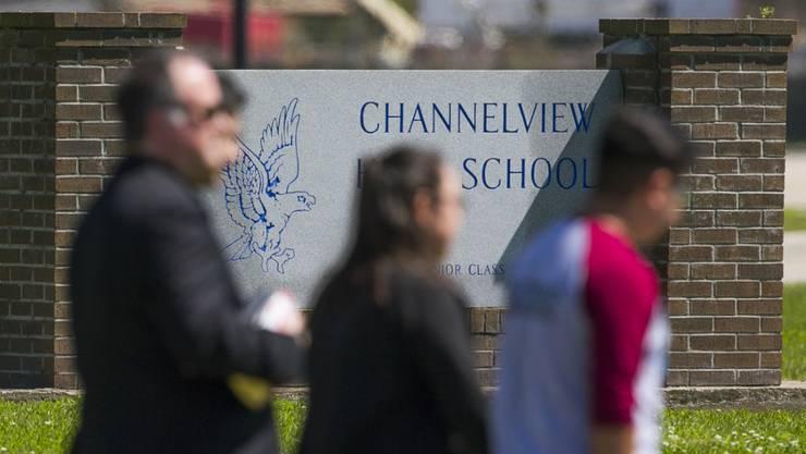 Die Verletzten des Busunglücks sind Schüler einer High School in Channelview im US-Bundesstaat Texas.