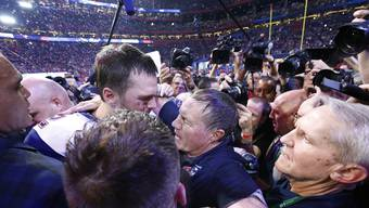 Der 66-jährige Coach und der 41-jährige Modellathlet: Bill Belichick und Spielmacher Tom Brady feiern mit den New England Patriots die Superbowl.