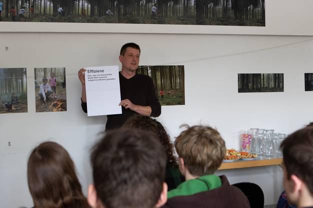 Oltner Umweltwissenschaftler Patrick Weibel formulierte zu Beginn des Anlasses einige Denkanstösse für die bevorstehenden Workshops.