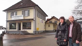 Heute: Rita und Andreas Borner-Oswald vor ihrem Geschäftsgebäude. bruno kissling