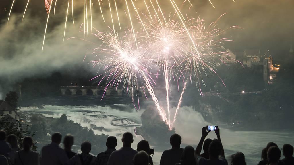 Auch in diesem Jahr fällt das «Fire on the Rocks» am Rheinfall ins Wasser. (Archivbild)