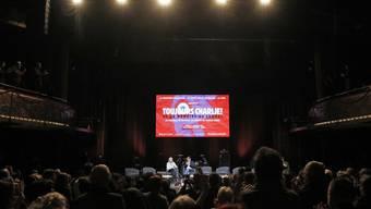 """Die Veranstaltung unter dem Titel """"Toujours Charlie"""" (Immer Charlie) fand in einem Pariser Theatersaal statt."""