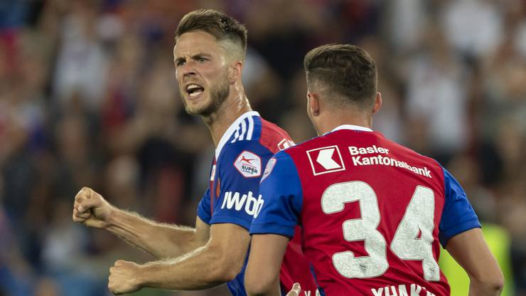 Basel's Ricky van Wolfswinkel, left, cheers after scoring during the UEFA Europa League play-off first leg match between Switzerland's FC Basel 1893 and Cyprus' Apollon Limassol FC in the St. Jakob-Park stadium in Basel, Switzerland, on Thursday, August 23, 2018. (KEYSTONE/Georgios Kefalas)