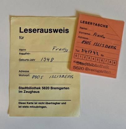 Vor der Zeit von digitalen Kundenkarteikarten lieh man Bücher mit Lesetaschen aus.