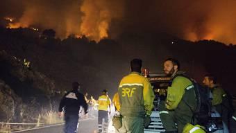 Das Feuer auf der Kanaren-Insel La Palma ist auch nach 48 Stunden noch ausser Kontrolle. 2500 Menschen wurden evakuiert.