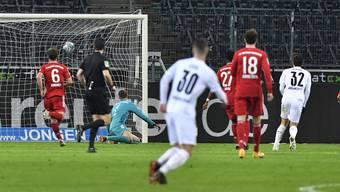 Florian Neuhaus (Nr. 32) mit dem 3:2-Siegtreffer gegen die Bayern im Borussia-Park.