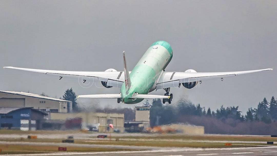 Dezember 2015: Die erste Swiss-Boeing 777 hebt im Boeing-Werk in Everett USA ab.