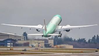 Die erste Swiss-Boeing 777 hebt in Everett ab.
