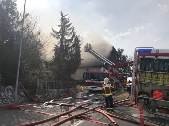 Die Feuerwehr konnte den Brand unter Kontrolle bringen. Verletzt wurde niemand.
