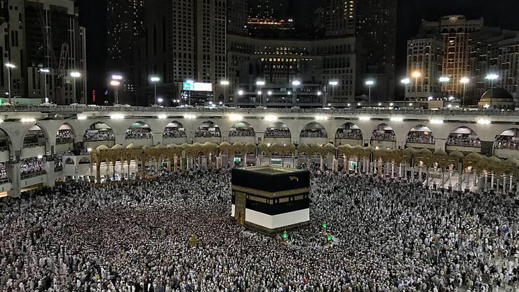 Kurz vor Beginn der Hadsch, der Wallfahrt für Muslime, hat Saudi-Arabien  trotz Coronavirus die Moscheen wieder geöffnet. Im Bild die Kaaba, das zentrale Heiligtum des Islam. (Archivbild)
