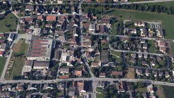 Es verübte 20-jähriger Mann einen Raubversuch auf ein Lebensmittelgeschäft an der Kirchgasse in Biel-Benken. Danach wurde er von der Polizei geschnappt.