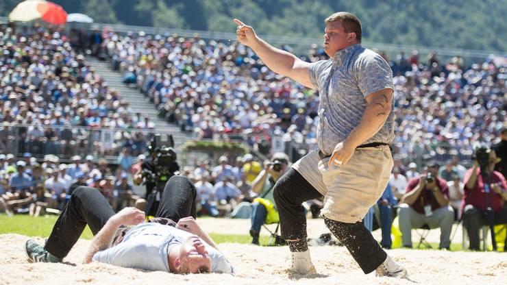 Patrick Räbmatter freut sich über einen Sieg.