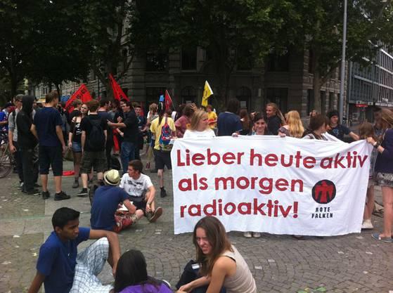 Schüler protestieren in Zürich gegen Atomkraft
