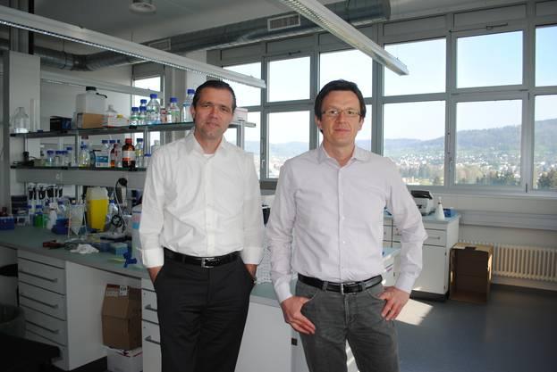 Neurimmune an der Wagistrasse 13 in Schlieren - Michael Salzmann (links) und Jan Grimm (rechts) in einem der Labors - Gewinner ZKB Pioneer Award.