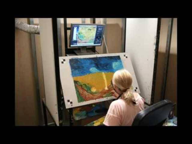 Im Zeitraffer: Künstlerin Dena Peterson malt eine Filmszene.