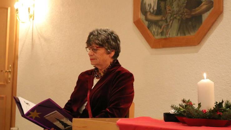 Annamarie Neuenschwander beim Vortragen einer der beiden schönen Geschichten