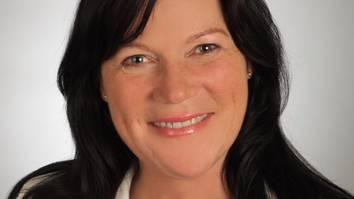 Sie hat jahrelange Erfahrung als Gleichstellungs- und Diversity-Fachfrau in der Privatwirtschaft. Helena Trachsel lebt im Kanton Zürich, ist verheiratet und Mutter von zwei Kindern.